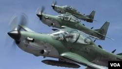 La Fuerza Aérea ecuatoriana considera relevante contar con aviones supersónicos, además de los Supertucanos brasileños como los de la foto.