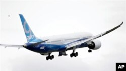 A Boeing 787-9 is in flight, Sept. 17, 2013, at Paine Field in Everett, Wash.