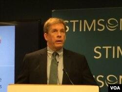 美负责东南亚事务的副助卿墨菲在史汀生中心发表讲话(美国之音莉雅拍摄)