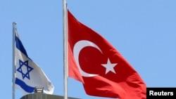Israel y Turquía habín interrumpido sus relaciones hace seis años por la muerte de seis turcos en una incursión naval israelí.
