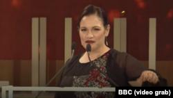 خانم زافیراکو می گوید به ۳۵ زبان می تواند صحبت کند.