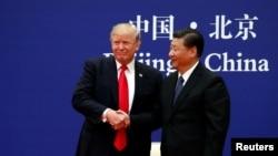 Tổng thống Mỹ Donald Trump và Chủ tịch Nước Trung Quốc Tập Cận Bình tại cuộc gặp gỡ với các lãnh đạo doanh nghiệp ở Đại lễ đường Nhân dân Trung Quốc tại Bắc Kinh, ngày 9/11/2017.