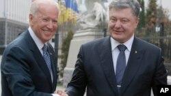 Mataimakin Shugaban kasar Amurka Joe Biden da Shugaban Ukraine Petro Poroshenko