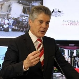 Bộ trưởng Quốc phòng Úc - ông Stephen Smith