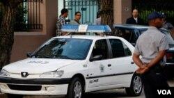 La policía patrulla la corte a donde Sebastián Martínez podría ser llevado si se imputan cargos formales. En este sitio también fue condenado el empresario estadounidense Alan Gross.