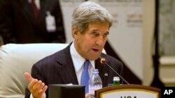 Američki državni sekretar Džon Keri tokom današnjeg sastanka u Dohi