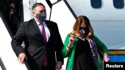 美国国务卿蓬佩奥与夫人苏珊·蓬佩奥抵达斯洛文尼亚。(2020年8月13日)