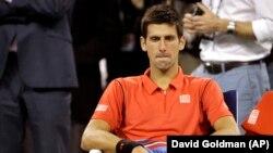 Novak Đoković u svojoj stolici posle poraza od Rafaela Nadala u finalu Ju Es Opena