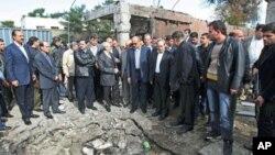 Damascus ၿမိဳ႕ ကားဗံုးေထာင္ေဖာက္ခြဲမႈ ျဖစ္ပြားခဲ့သည့္ေနရာကို အာရပ္ႏုိင္ငံမ်ားအဖြဲ႔ခ်ဳပ္မွ အရာရွိမ်ား လာေရာက္ စစ္ေဆးၾကည့္႐ႈေနစဥ္။ (ဒီဇင္ဘာလ ၂၃၊ ၂၀၁၁)