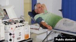 پلازما قسمت مایع خون است که زردرنگ بوده و حاوی پروتینها و انتیبادیها است