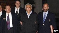 Francë: Reagime rreth arrestimit të kreut të FMN-së Dominik Stros-Kan