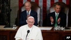 教宗方濟各9月24日在美國國會對參眾兩院議員發表演講