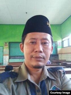 Nadlir, Kepala Sekolah Madrasah Ibtidaiyah Islamiyah Plosogenuk, Perak, Jombang (foto: courtesy).