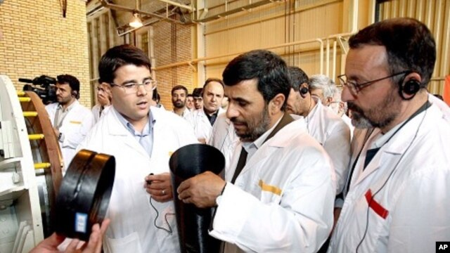 Iranian President Mahmoud Ahmadinejad visits the Natanz nuclear enrichment facility (file photo)