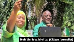 Makamu rais wa Tanzania Samia Suluhu Hassan akiwa na rais Magufuli.