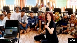Anna Matteo of Learning English teaches Rohingya teachers