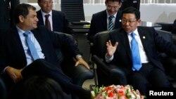 El presidente de Ecuador, Rafael Correa, y el ministro de Comercio de China, Chen Deming, en septiembre de 2012, en Quito.