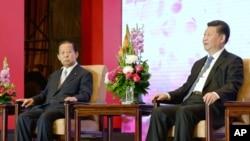 習近平(圖右)2015年5月23日在北京出席中日友好交流大會