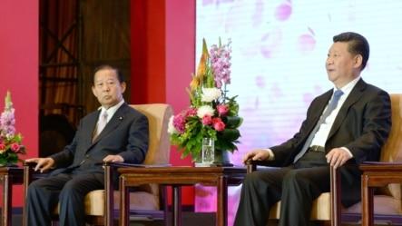 习近平(右)2015年5月 23日在北京出席中日友好交流大会