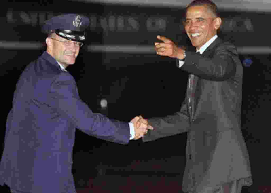 Barack Hussein Obama nació en Honolulu, Hawái el 4 de agosto de 1961.