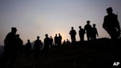 Binh sĩ Pakistan đứng gác ở 'Đường Kiểm Soát', tách biệt khu vực của Pakistan và của Ấn Độ tại vùng Himalaya, ở Tatta Pani, Pakistan, 1/10/2016.