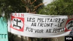 Sign at a demonstration against the coup d'etat, held on March 26 in Bamako, Mali. The sign reads, 'Military to the front lines, power to the people'.