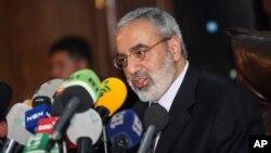 7일 옴란 알 주비 시리아 정보 장관이 다마스쿠스에서 기자회견을 열고 일반 시민들이 바사르 아사드 시리아 대통령을 지자하고 있다고 주장하고 있다.