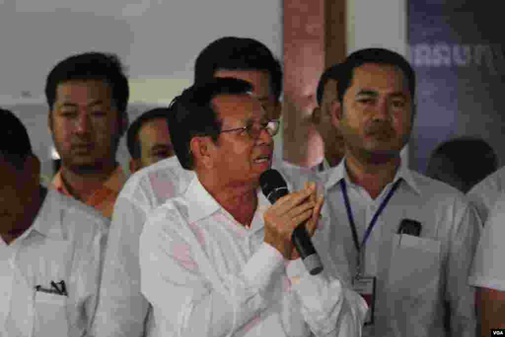 Kem Sokha, vice acting president of the opposition Cambodia National Rescue Party speaks to over 123 monks and some 400 supporters at the party's headquarter on Tuesday, June 7, 2016 while his party have been seeking the king's intervention on a lawmakers' immunity issues.