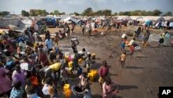 Giao tranh ở Nam Sudan đã giết chết hàng vạn người và làm gần 2 triệu người phải bỏ nhà cửa đi lánh nạn.