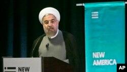 이란의 하산 로하니 대통령이 24일 뉴욕의 뉴아메리카 정책연구소에서 연설하고 있다. 로하니 대통령은 25일 유엔총회 연설을 앞두고 있다.