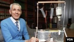 """El Dr. Jack Kevorkian diseñó la """"máquina del suicidio"""" en 1991, con la que ayudó a suicidarse a decenas de pacientes con enfermedades terminales."""
