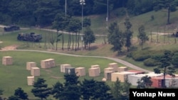 美韓導彈防禦系統薩德部署裝備清楚可見。