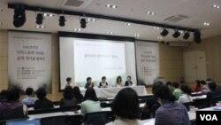 """지난달 서울 마포구 창비서교빌딩에서 사단법인 '조각보'가 마련한 """"코리안 디아스포라 여성들, 삶의 역사를 말하다' 포럼이 진행 중이다."""