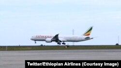 L'avion d'Ethiopian Airlines à l'aéroport de Abbis Abeba, en Ethiopie 18 juillet 2018. (Twitter/Ethiopian Airlines)