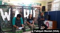 Wahana Lingkungan Hidup Indonesia (WALHI) dalam jumpa pers di kantornya di Jakarta, Senin (6/5) (foto: VOA/Fathiyah Wardah)