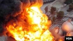 Un depósito de gas natural en Chiba, cerca de Tokio, explotó tras el terremoto.