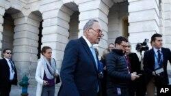 參議院少數黨領袖舒默在白宮會晤了川普總統之後在國會山對記者講話。 (2018年1月19日)