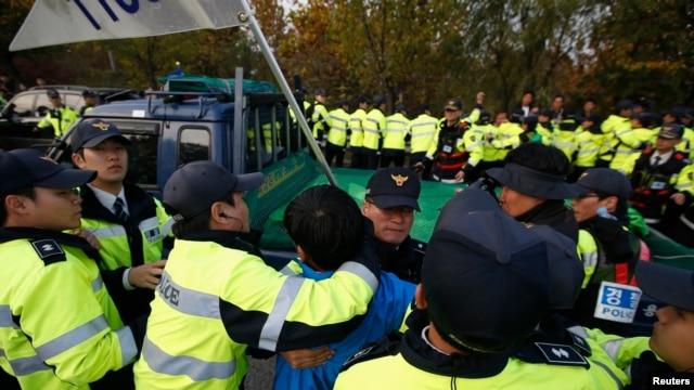 south-koreans-scuffle-over-propaganda-launch