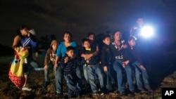 د شمېرو له مخې شاوخوا ۴۳۰۰۰۰ مهاجر د ښه ژوند په خاطر اروپايي هېوادونو ته ور روان دي چې ډېر یې سوریایان او عراقیان دي.