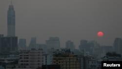 Polusi asap menyelimuti kota Bangkok, Thailand.