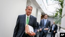 Chủ tịch Hạ viện John Boehner trên đường tới một cuộc họp kín với các đảng viên Cộng hòa ở Trụ sở Quốc hội, 7/1/2015.
