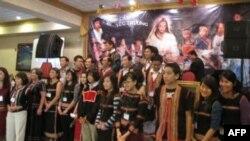 Thành viên và Tình nguyện viên của Hội Việt Tộc trong đêm gây quỹ