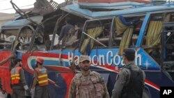 16일 파키스탄 페샤와르에서 버스가 폭탄 공격을 받아, 15명이 숨지고 30여명이 다쳤다.