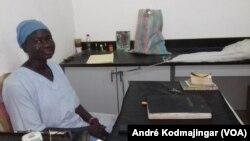 Memty Nicole, chef de service de la morgue de l'hôpital Tchad-Chine, N'Djamena, 6 mars 2019. (VOA/André Kodmajingar)