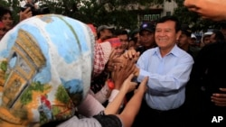 Cambodia National Rescue Party Deputy President Kem Sokha greets supporters during a rally in Phnom Penh, Cambodia, file photo.