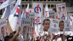 Những người ủng hộ Đảng Nhân dân Hành động (PAP), cổ vũ các nhà lãnh đạo của họ ở trung tâm đề cử, ngày 1/9/2015.