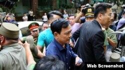 Ông Nguyễn Hữu Linh ra tòa ngày 23/8/2019. Photo PLO.