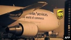 Máy bay chở hàng tại trung tâm phân phối của UPS ở Sân bay quốc tế Cologne, Đức, ngày 1/11/2010