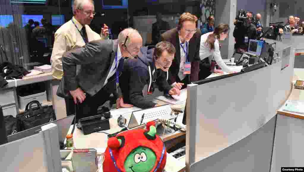 Receipt of signal from comet surface just after Philae landed, Nov. 12, 2014. (Courtesy: European Space Agency)