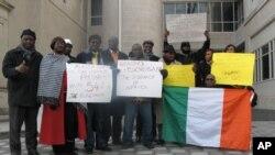ក្រុមអ្នកគាំទ្រលោក Ouattara ធ្វើការប្រឆាំងតវ៉ានៅខាងក្រៅស្ថានទូតកូតឌីវ័រនៅក្នុងរដ្ឋធានីវ៉ាស៊ីនតោន ដើម្បីគាំទ្រគោលនយោបាយបច្ចុប្បន្នរបស់សហរដ្ឋអាមេរិក។ ប៉ុន្តែអ្នកផ្សេងទៀតមិនចេញមុខសម្តែងមតិខ្លាំងយ៉ាងនេះទេ។